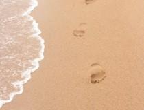 fussspuren-im-strand